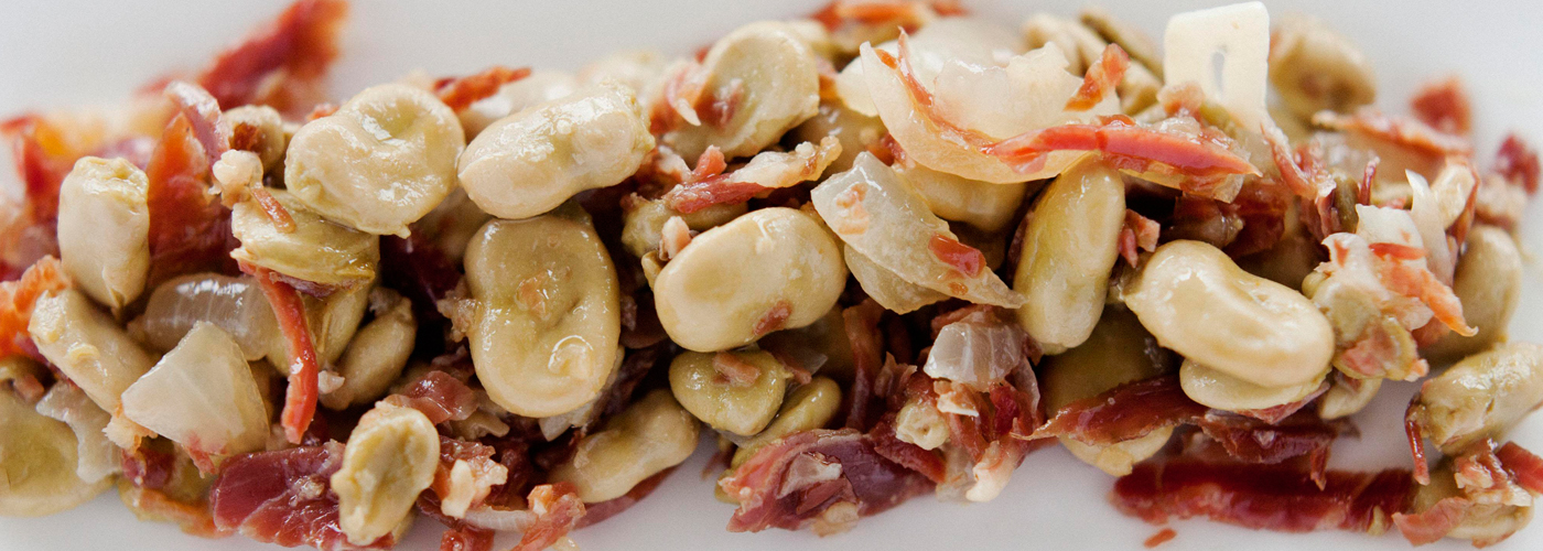 Spanish tapa recipe: Baby broad beans with ham. Photo by: Matías Costa/©ICEX.