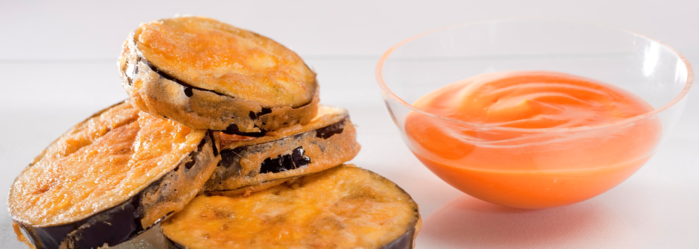 Spanish tapa recipe: Fried eggplant with salmorejo cold soup. Photo by: Toya Legido/©ICEX.