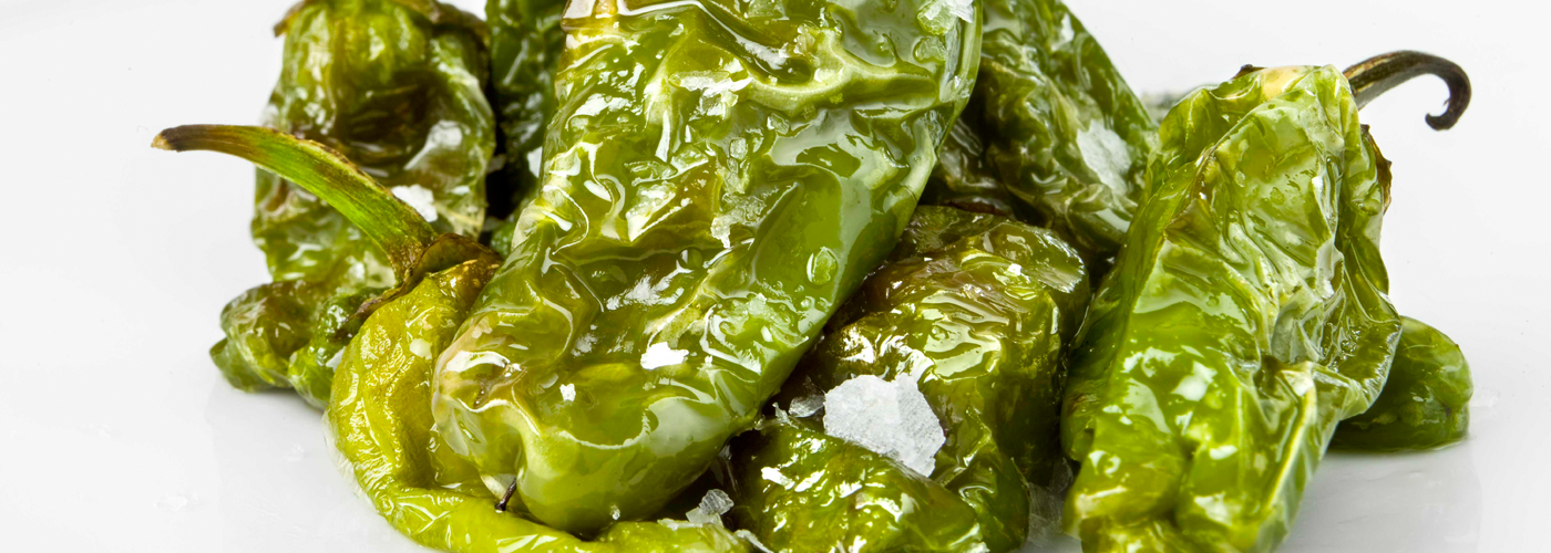 Spanish tapa recipe: Padrón Peppers. Photo by: Javier Peñas/©ICEX.