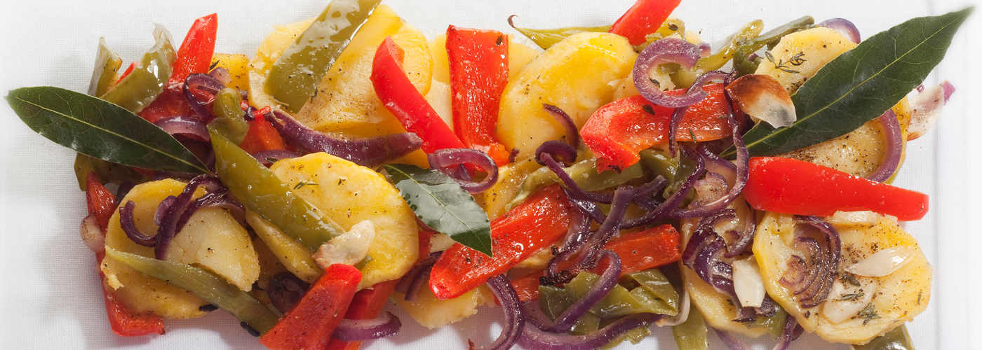 Spanish tapas recipe: Poor man's potatoes with onions, peppers, garlic and thyme. Photo by: Toya Legido/©ICEX.