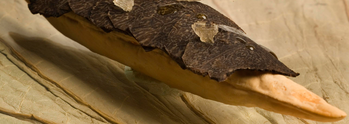 Spanish recipe: Black truffle airbaguette. Photo by: Toya Legido/©ICEX.