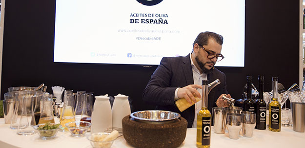 Cocktails with Spanish extra virgin olive oil by Héctor Henche