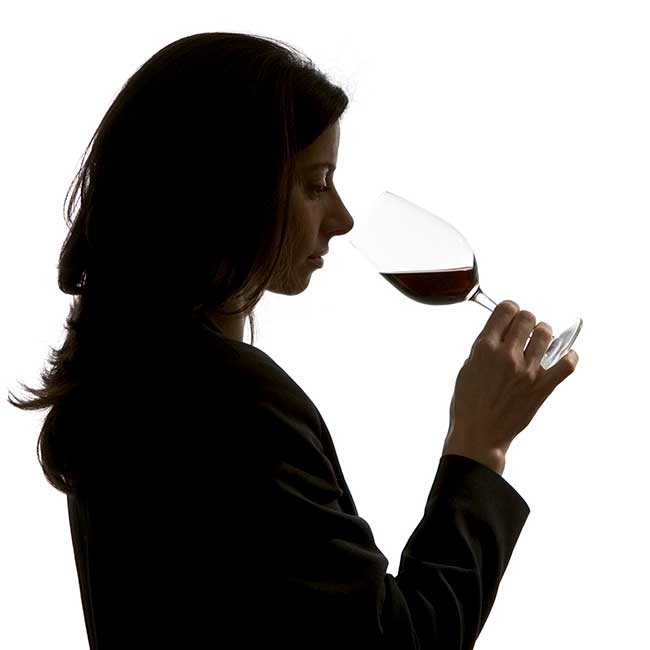 Woman tasting a glass of Spanish wine. Photo by: Amador Toril/@ICEX